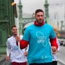 Berki Krisztián olimpiai bajnok tornászunk a 2. Európa-i játékok fáklyájával futott